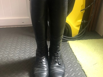 Selling: Ariat Boots