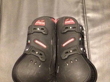 Selling: Zandona tendon boots