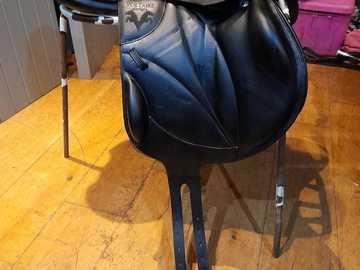 """Selling: 18"""" Black LEXINGTON Voltaire Monoflap Jump Saddle"""