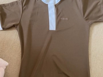 Selling: Xs shirt