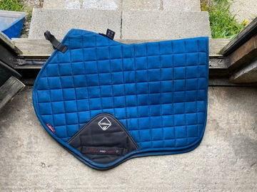 Selling: Le Mieux midnight blue CC pad